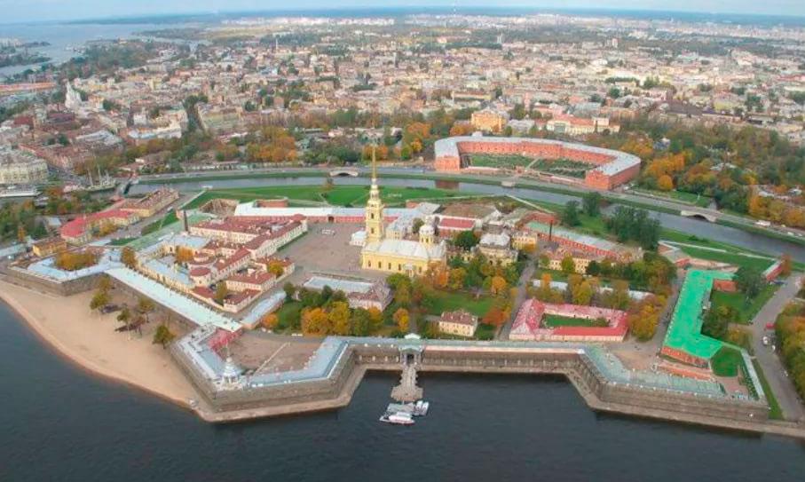 La Fortaleza de Pedro y Pablo en San Petersburgo